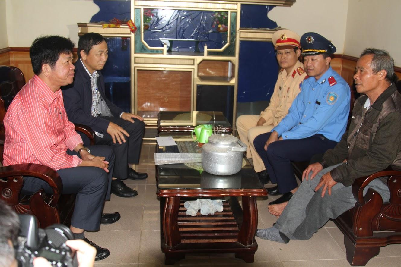 Thăm hỏi gia đình chị Nguyễn Thị Hồng ở xóm Yên Sơn 1, xã Hoà Sơn