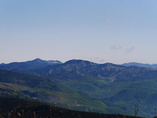 横手山(中央)・岩菅山(左)