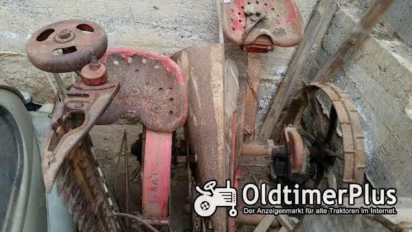 Mähmaschine mit Getreide Ablage, komplett Mähmaschine mit Getreide Ablage, komplett Foto 1