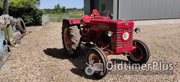 IHC 324 nette tractor Foto 1