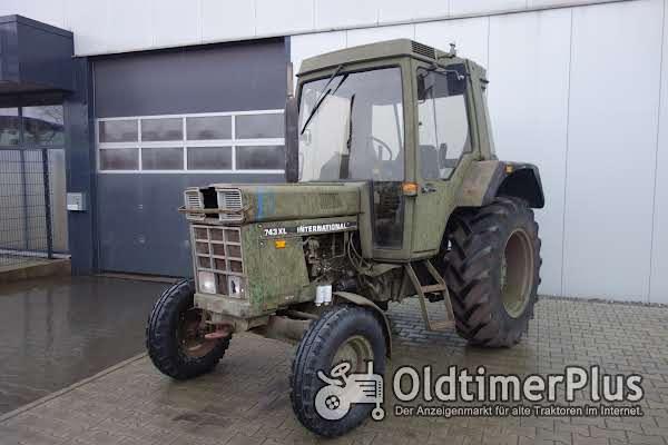 IHC 743 XL Armee Foto 1