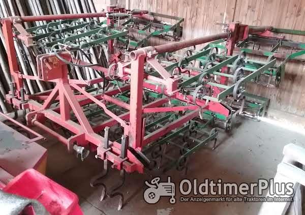 Saatbettkombination, Arbeitsbreite 4,40 m mit Gareggenzinken und Doppelwalzenkrümler Foto 1