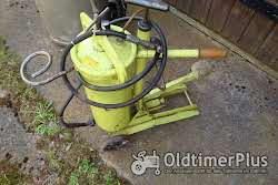 Werkzeug   Fußhebelfettpresse  und Oelschleuder