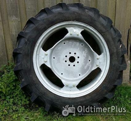 Hanomag R322 Granit Taurus Vorder-Reifen für  auf Felge Foto 1