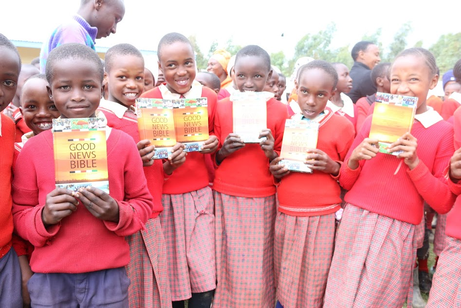 Displaying KAHURIA PS PUPILS WITH BIBLES..JPG