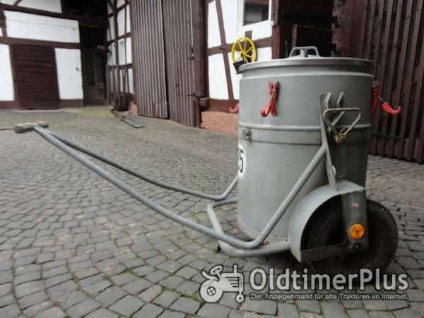 Milchbehälter 200 Liter mit Fahrgestell Foto 1
