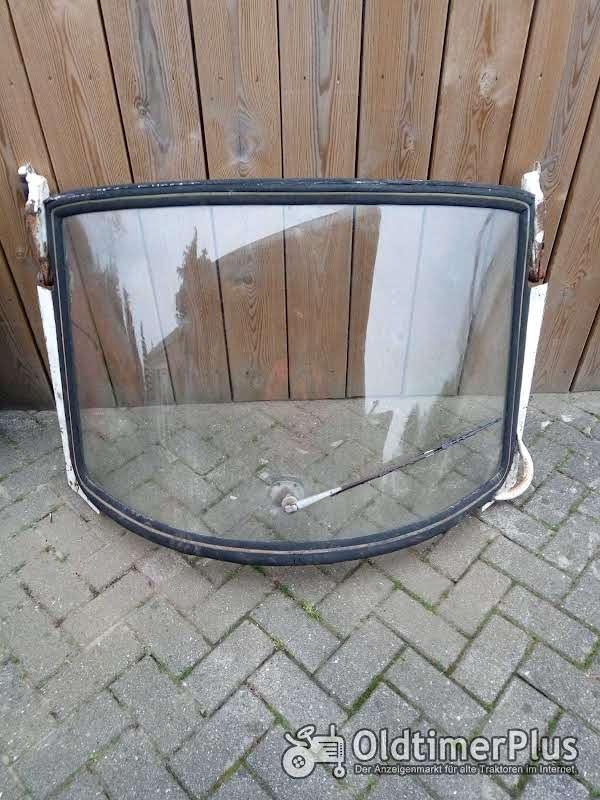 Eine Scheibe mit Rahmen Sowie Zwei Türen Ist für ein Fritzmeierverdeck Foto 1