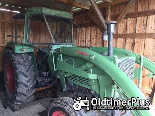 Fendt Farmer 4S mit Frontlader Foto 1