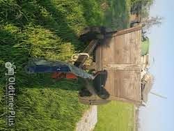 Hanomag R324S mit Frontlader und Anhänger Foto 4