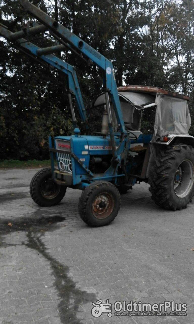 Ford 4000 mit Frontlader Foto 4