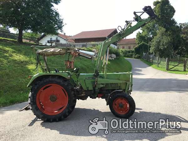 Fendt Farmer 3S mit Frontlader Foto 1
