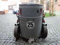 Milchbehälter 200 Liter mit Fahrgestell Foto 2