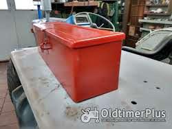gereedschapbakje tractor universeel rood Foto 2