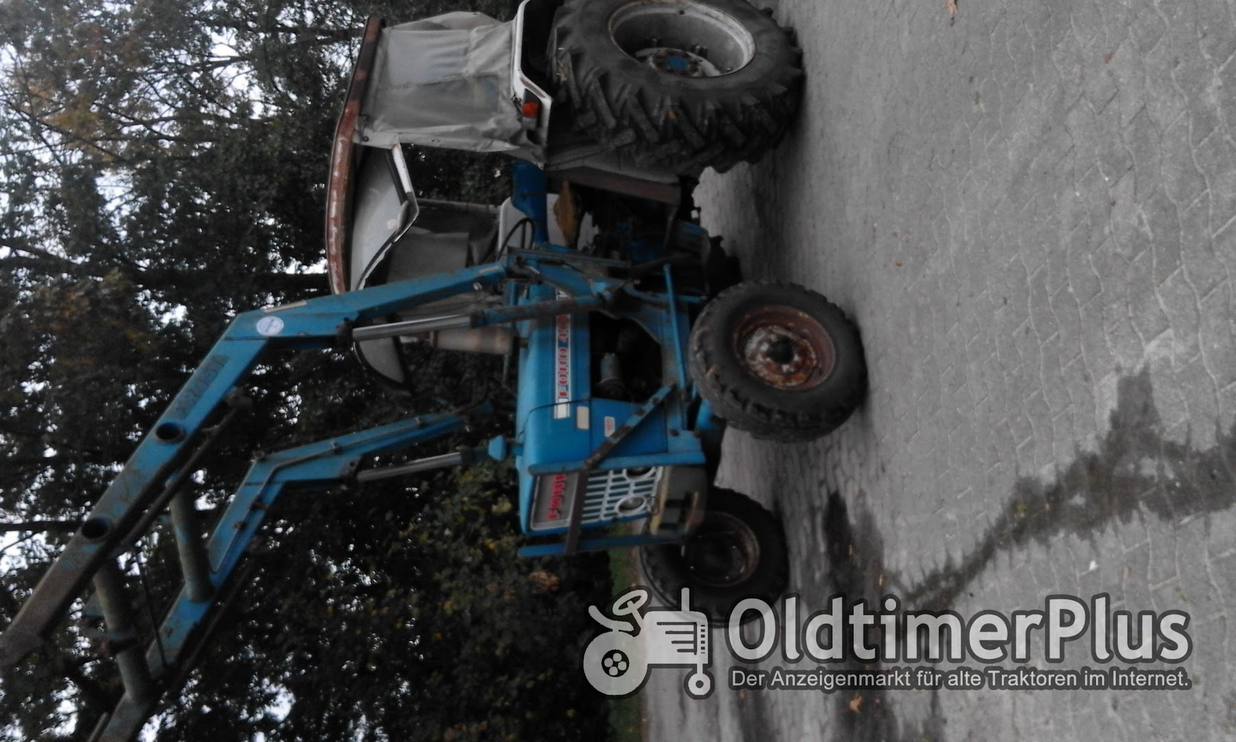 Ford 4000 mit Frontlader Foto 3