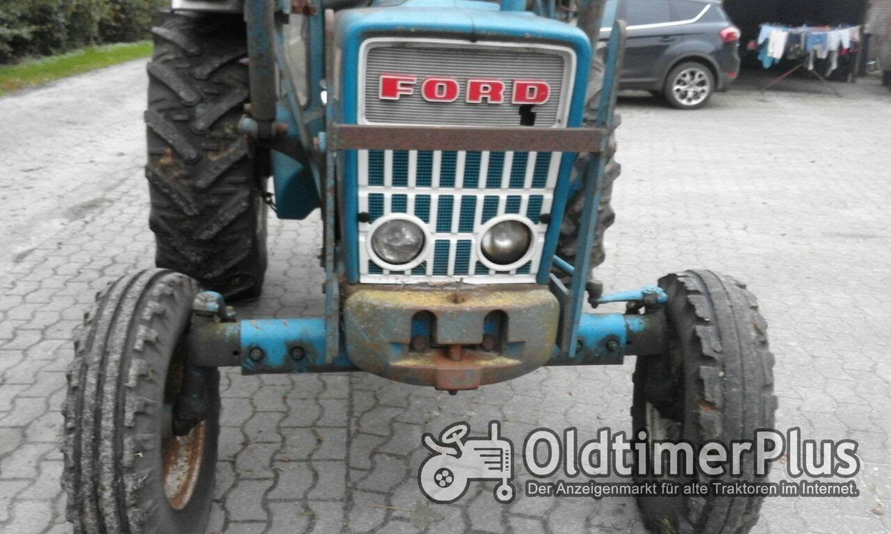 Ford 4000 mit Frontlader Foto 11