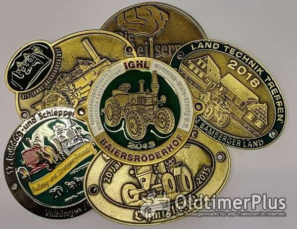 Traktorplaketten, Gürtelschließen mit Logo Foto 1