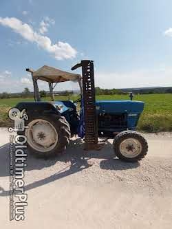 Ford 2000 Dexta mit vollhydraulischem Mähwerk Foto 5