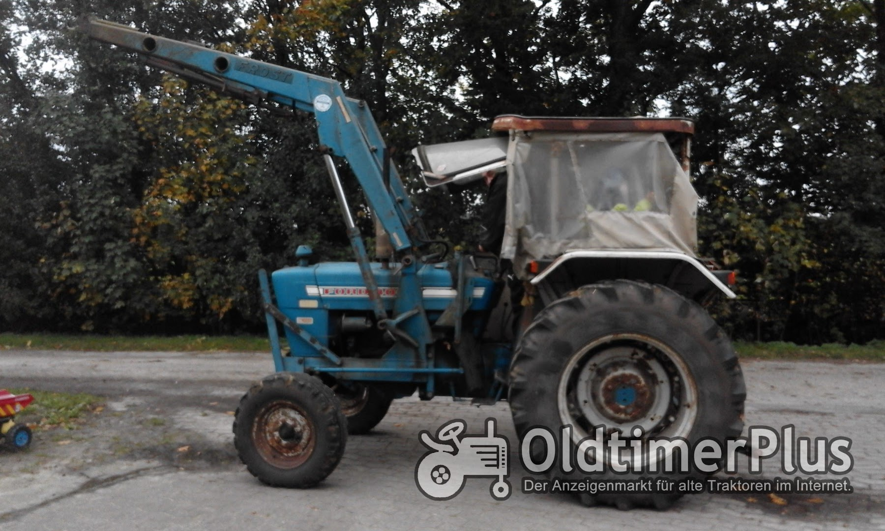 Ford 4000 mit Frontlader Foto 1