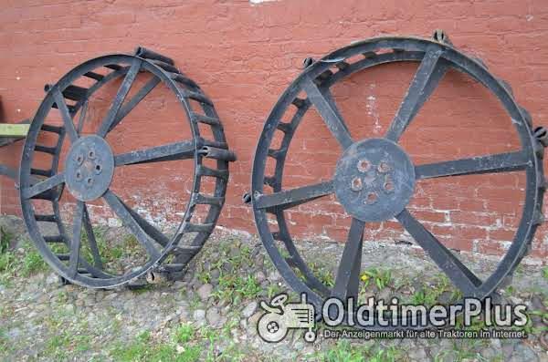 Unbekannt Uralte Traktor Räder Foto 1