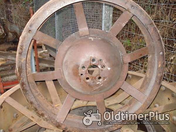 LANZ Eisenräder vo grossen Glühkopf Foto 1