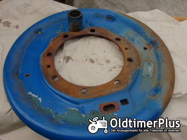 Hanomag R435 Grundplatte, Bremsankerplatte Bremse rechts Foto 1