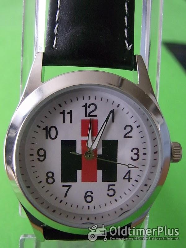 IH Zeichen,weiß  Armbanduhr Foto 1