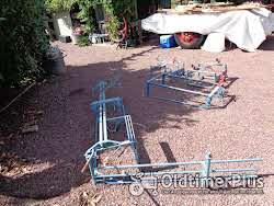 Antieke ploeg om bieten te rooien & 3 slede s' plus schoffelploeg voor trekpaard Foto 3