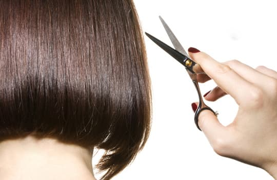 Không cắt tóc, móng chân tay ngày đầu tháng cũng là cách giải đen đủi nên áp dụng.