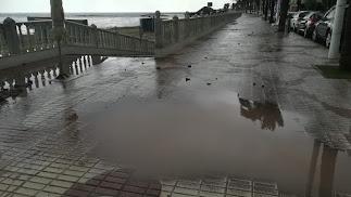 El Malecón de Garrucha tras la tromba de agua caída este viernes.