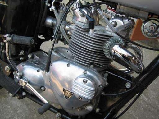 Vue du moteur d'une Triumph T 100 Scrambler de 1967