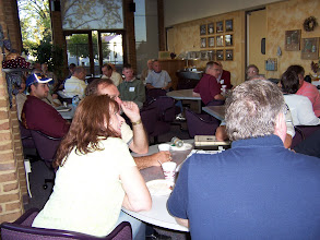 Photo: Agribusiness and other alumni enjoy breakfast to start the day.
