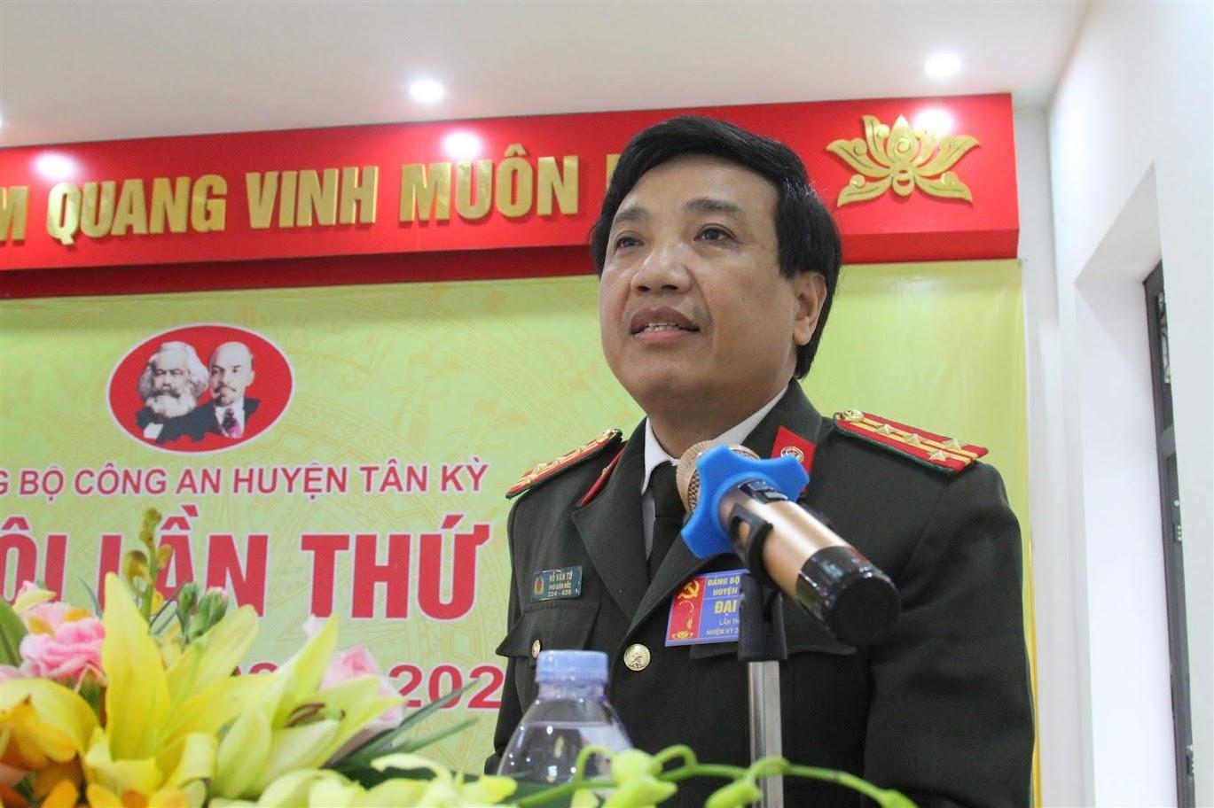 Đại tá Hồ Văn Tứ - Phó giám đốc Công an tỉnh và đồng chí Hoàng Quốc Việt - Chủ tịch UBND huyện Tân Kỳ phát biểu chỉ đạo