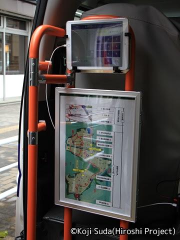 京王バス南「nearくる」 T091 バス乗車口のタブレットと路線図