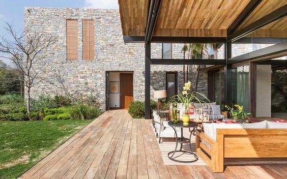 Casas com Revestimento Externo