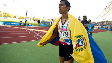 Photo: Jose Pena from Venezuela celebrates after obtaining the gold medal in 3000 m Steeplechase during the Guadalajara 2011 XVI Pan-American Games in Guadalajara, Mexico, on October 28, 2011.  AFP PHOTO/MARTIN BERNETTI