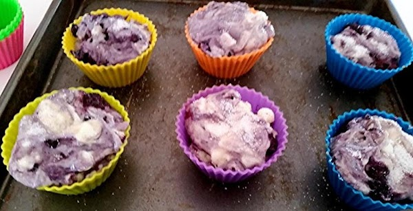 Preheat oven to 400 degree F.  Prepare a 12 cup muffin tin with paper liners...