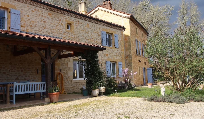 Maison avec piscine et terrasse Mauzac-et-Grand-Castang