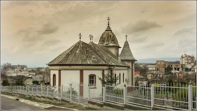"Photo: Turda - Str. Sirenei, Nr.17 - Biserica ""Dintre Romani"" -  vedere de pe Str. Nicolae Vladutiu - 2018.04.07"