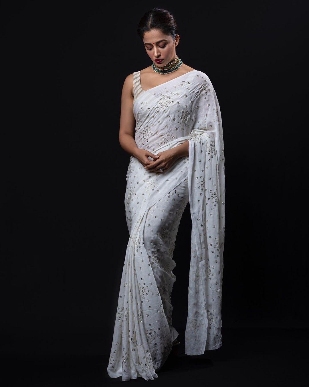 serial actress neha pendse backless saree blouse photos Navel Queens