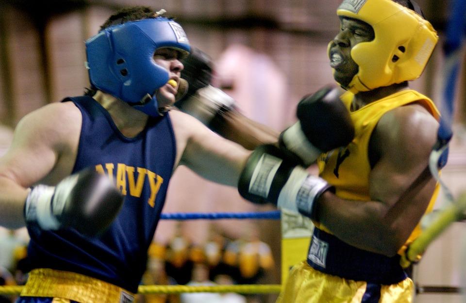 McGregor-Connor-atina-puñetazo-hombre-mayor-bar-irlanda-irlandés-peleador-luchador