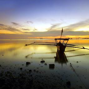 Biduak pancari nafkah by Gery Arsuma - Landscapes Beaches