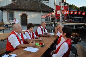 Photo: Musikantinnen und Musikanten in Wartestellung