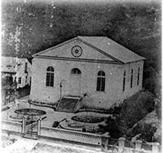Photo: Igreja da Confissão Luterana, na atual Avenida Ipiranga. Até então, a construção era simples. Atualmente esta construção é do estilo neo-gótico. Foto de 1863