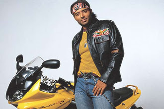 Photo: Whatever Aamir touches turns to gold: Uday Chopra http://t.in.com/dqw3