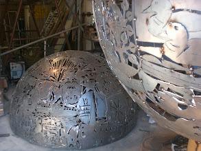 Photo: Roh - Kugelhälften, Mo-Metallkunst Atelier