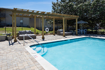 Go to Huntleigh Woods Apartments website