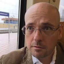 Johannes headshot.jpg