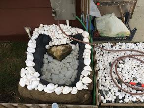 Photo: Geçen hafta yapmaya başladığım süs havuzum bitti. Hayvanlar yazın burdan temiz su içebilecek.
