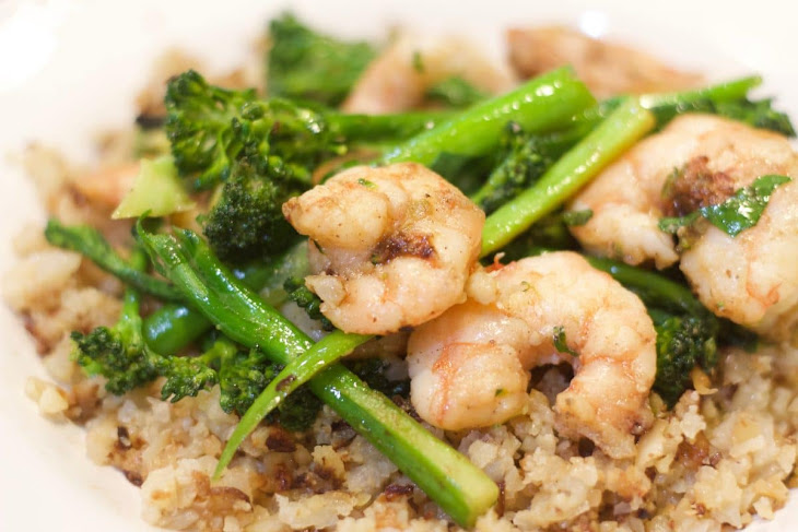 Garlicky Shrimp with Broccoli Rabe and Cauliflower Rice Recipe