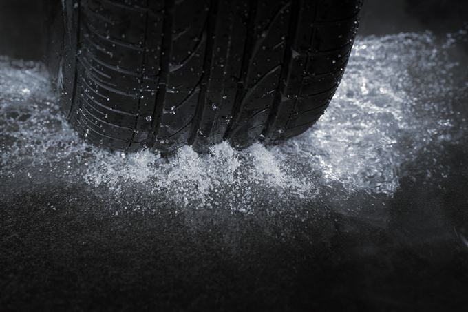 wet road and tyre_large.jpg